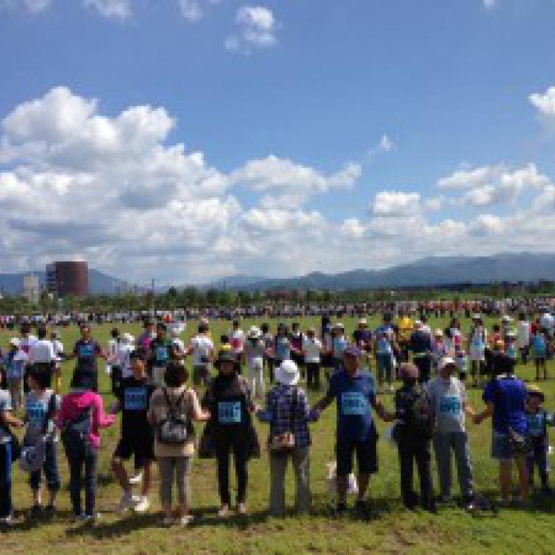 「最も長い手首つなぎチェーン」ギネス世界記録更新/青森県青森市