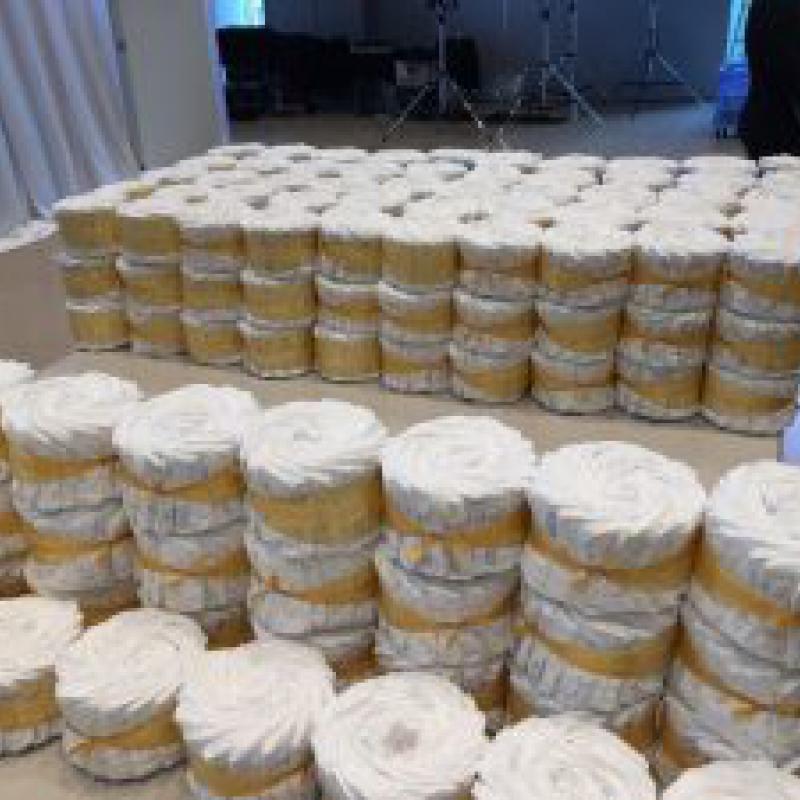 6,262枚のおむつを使った巨大ケーキで世界記録達成
