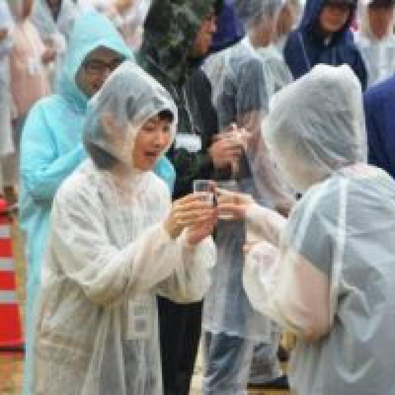 日本酒で乾杯リレー 991人で世界記録達成!