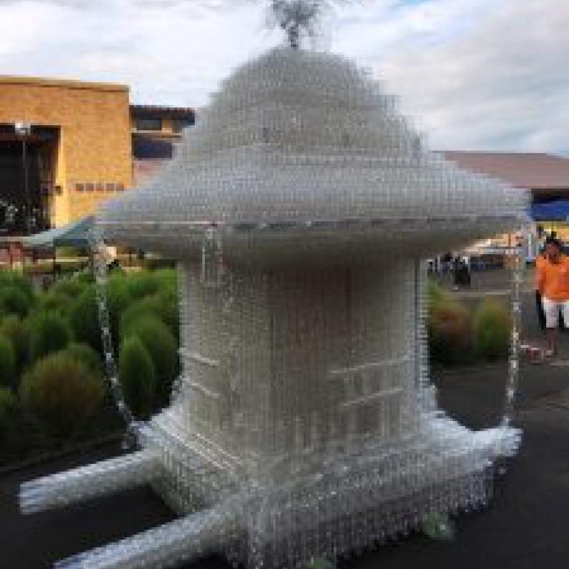 43,000本超のペットボトルで世界一の大神輿完成