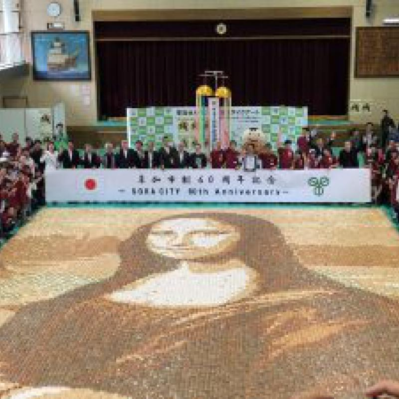 せんべいモザイクアートでギネス世界記録達成|埼玉県草加市